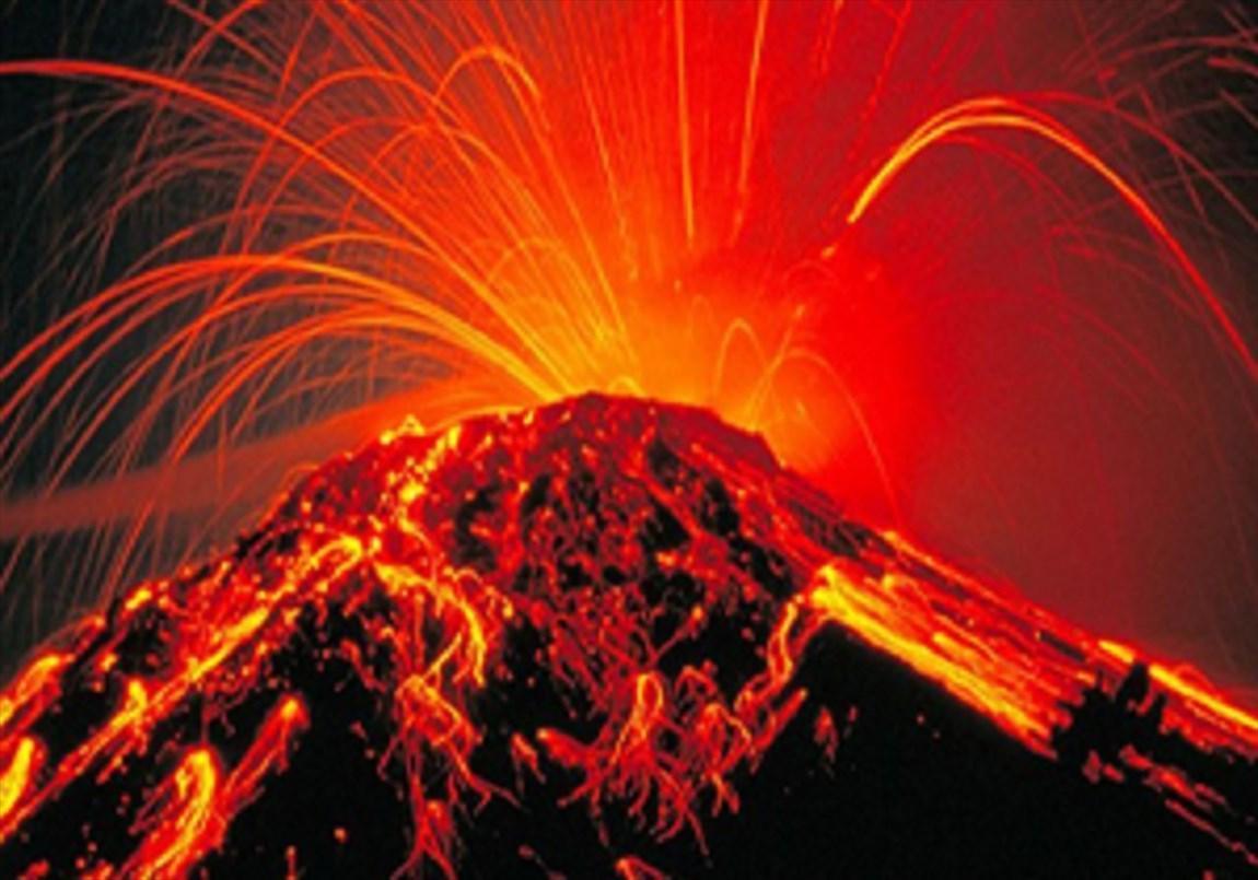 ویدئو زیبا از لحظه فوران آتشفشان خبرنگارانک کراکاتوآ در اندونزی