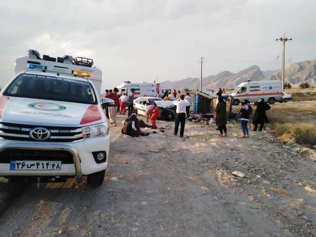 مصدومیت 22 نفر در تصادف زانتیا با نیسان حامل کارگران فصلی